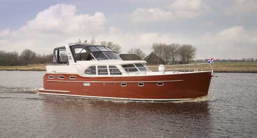 Luxurious boat rental Friesland, Netherlands
